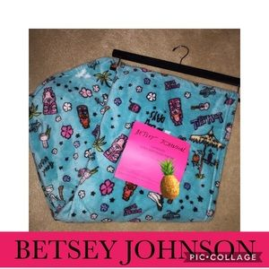 Betsey Johnson oversized throw